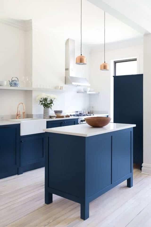 0_INTERIER_TRENDI_Modra kuhinja bo popestrila vaš dom