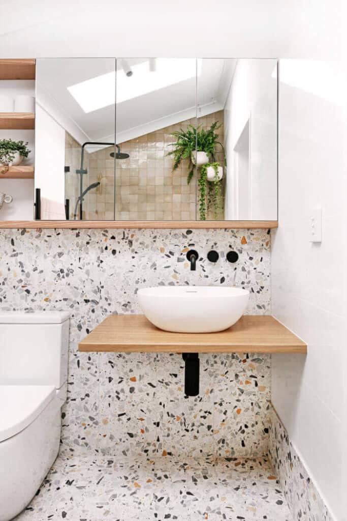 5_INTERIER_TRENDI_Teraco ploscice v kopalnici