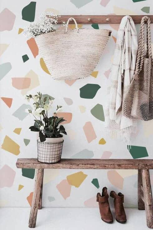 6_INTERIER_TRENDI_Barvite tapete v teraco vzorcu za osvezitev doma