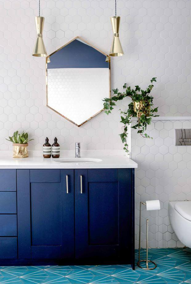 7_INTERIER_TRENDI_Klasicna modra v kopalnici