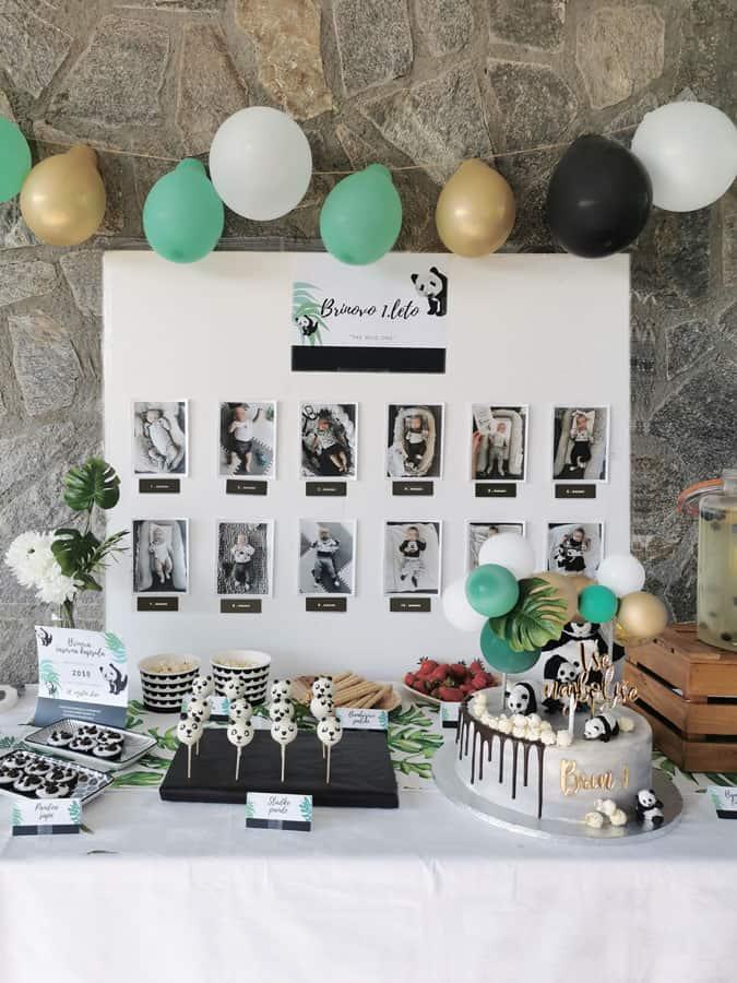 Sladka miza na zabavi za 1. rojstni dan z otrokovimi fotografijami prvega leta.