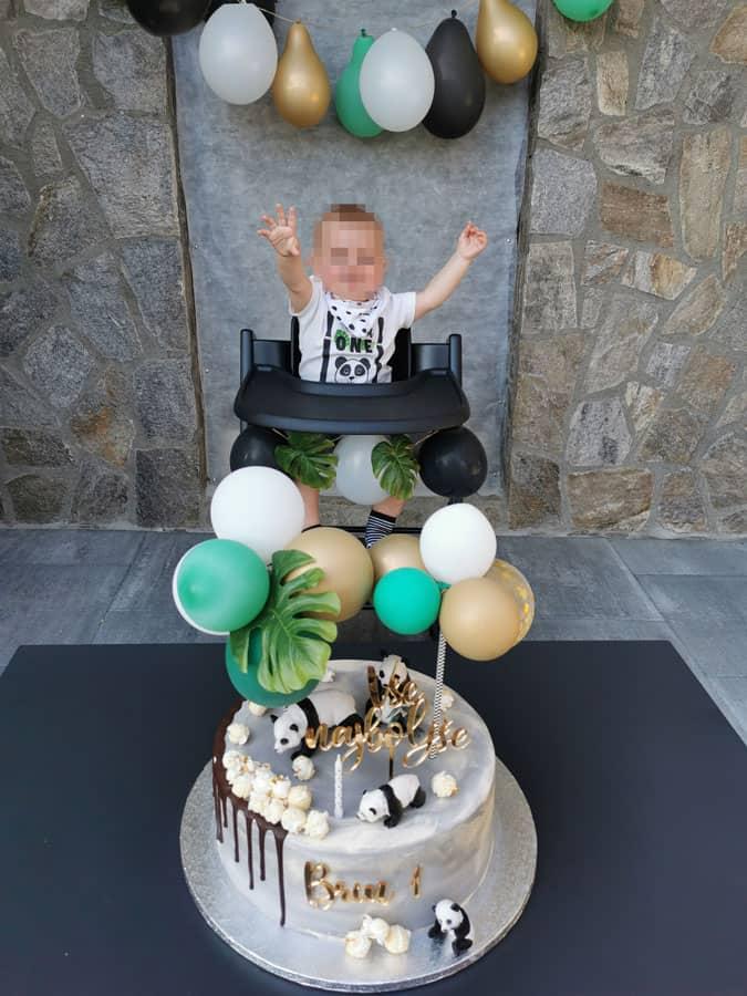 Torti za zabavo za 1. rojstni dan sem okrasila sama. Cake topper z baloni je izpadel super.